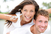 Couple having fun piggyback in love — Stock Photo