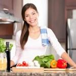 Kitchen woman making food — Stock Photo
