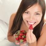 Strawberries woman — Stock Photo
