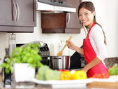 Cooking woman in kitchen — Stockfoto