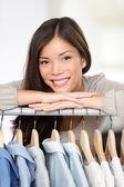 Kleine kleidung shop-betreiber — Stockfoto