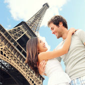 Paris Eiffel tower romantic couple — Stok fotoğraf