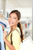 Shopping woman showing credit card — Stock Photo