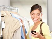 Donna moderna lo shopping — Foto Stock