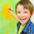 Boy draws the sun — Stock Photo