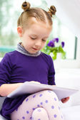 Child using tablet — Stock Photo