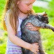 Child with cat — Stockfoto