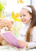 Kid reading a book — Stock Photo