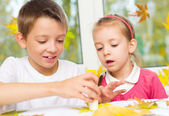Children doing arts and crafts — Stock Photo
