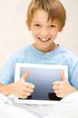 Kid using tablet computer — Stock Photo