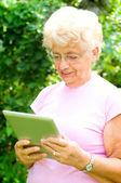 Senior woman using tablet — Stock Photo