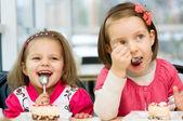 Kids eating — Stock Photo