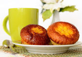 Muffin with a cup of tea — Stock Photo