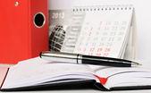 στυλό πάνω σε ένα σημειωματάριο — Φωτογραφία Αρχείου