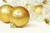Vánoční koule s pozlátko — Stock fotografie