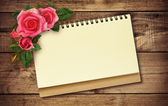Notepad and roses — Stock Photo