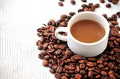 Coffee arabiga bean and coffe cup for time coffe break — Stock Photo