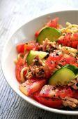 Pomodori da insalata fresca e pepe verde con pasta — Foto Stock