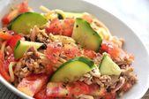 新鮮なサラダ トマトとピーマンのパスタ — ストック写真