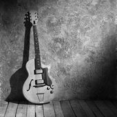 B&w vintage jazz guitar — Stock Photo