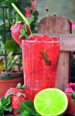 Cocktail strawberry mojito — Stock Photo