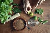 Hands preparing mojito cocktail  — Stock Photo