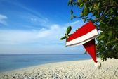 Christmas hat on a beach — Stock Photo