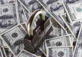 The lock and money — Stock Photo