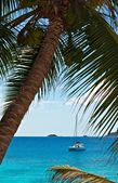 Seascape view with a yacht — Stock Photo