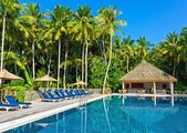 Swimming pool in a tropical hotel — Stock Photo