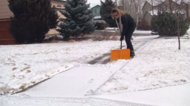 Woman shoveling snow — Stock Video
