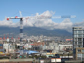 Construction crane and cityscape — Stock fotografie