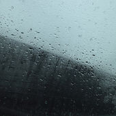 Rain drops in a window — Stock Photo