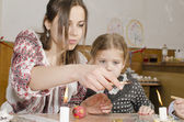 Master class from easter eggs in Ternopol, Ukraine — Stock Photo