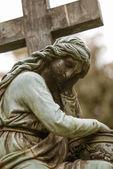 Ledsen kvinna gravsten — Stockfoto