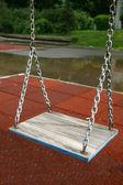 Cadeia de criança infantil-playground balanços no verão crianças playgrou — Fotografia Stock