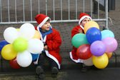 People in Santa Claus costumes take part in the race — Stock Photo