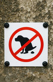 No Dog Pooping sign isolated on wall background — Stock Photo