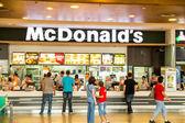 Hamburger satın alma — Stok fotoğraf
