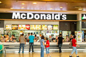 Nákup hamburgery — Stock fotografie