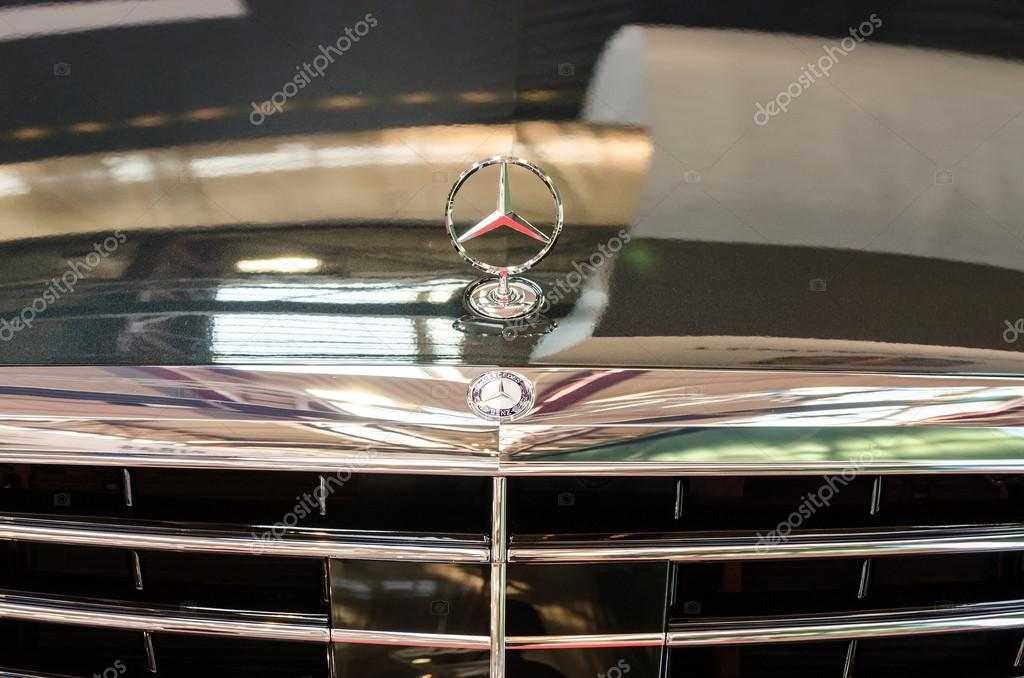 Mercedes benz sign stock editorial photo radub85 33112243 for Mercedes benz sign in