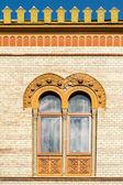 一般的な中世家の窓 — ストック写真