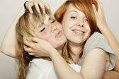 Red and blond haired girls tousle hair — Stock Photo