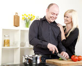 Affectionate couple preparing dinner — Fotografia Stock