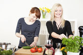 Two women preparing a meal — Stock Photo