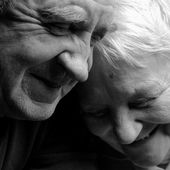 Happy older pair on a black background — Stok fotoğraf