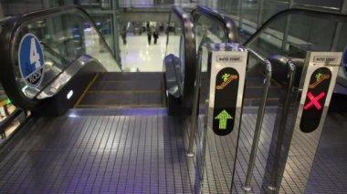 Sign in escalator — Stock Video