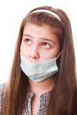 十几岁的女孩在外科口罩 — 图库照片