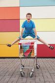 Çocuk arabası alışveriş — Stok fotoğraf