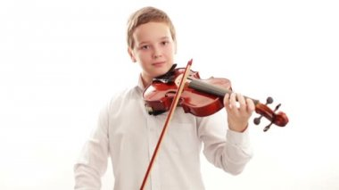Teenager playing the violin — Stock Video